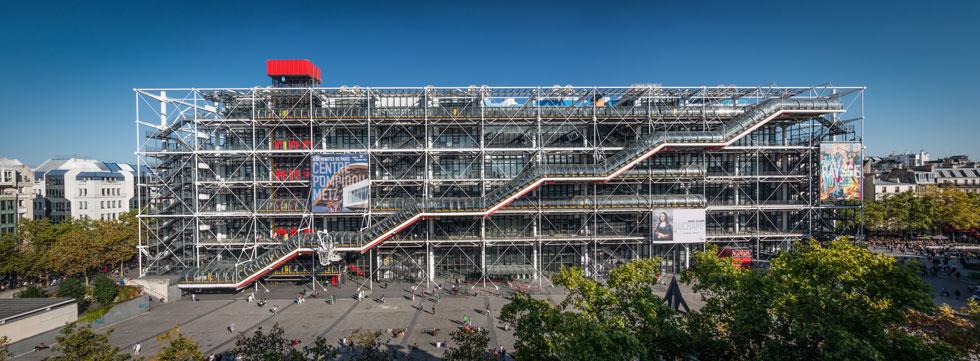 מרכז פומפידו, בתכנונם של ריצ'רד רוג'רס ורנצו פיאנו, היה פרויקט מכונן בעבור השניים - מהאדריכלים הבולטים בעולם עד היום (צילום: Charles Leonard/Shutterstock)