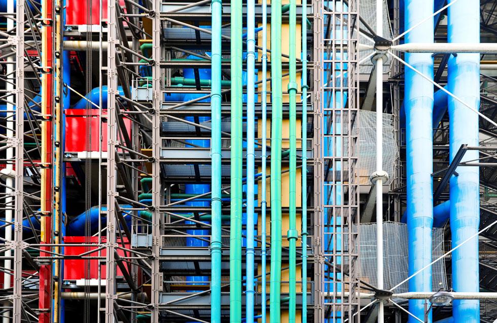 חזיתות ה''אינסייד-אאוט'' שהם תכננו לא מנסות להחביא את התשתיות, אלא מחצינות אותן בהפגנת צבע (צילום: lapas77/Shutterstock)