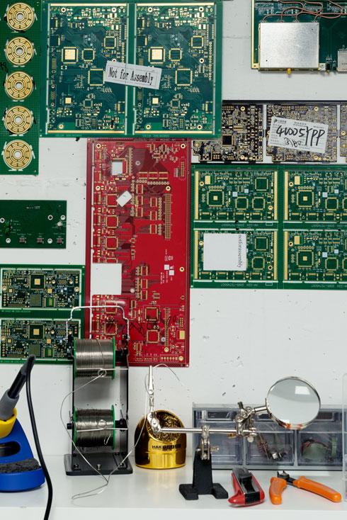 במעבדת האלקטרוניקה (צילום: גדעון לוין)