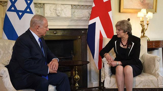 Netanyahu and May meet at 10 Downing Street (Photo: AFP)