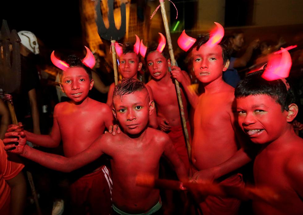 """בניקרגואה חגגו עם תחפושות של שדים ורוחות רפאים את פסטיבל """"לוס אקיזוטס"""" לכבוד אבותיהם הקדמונים (צילום: AFP) (צילום: AFP)"""