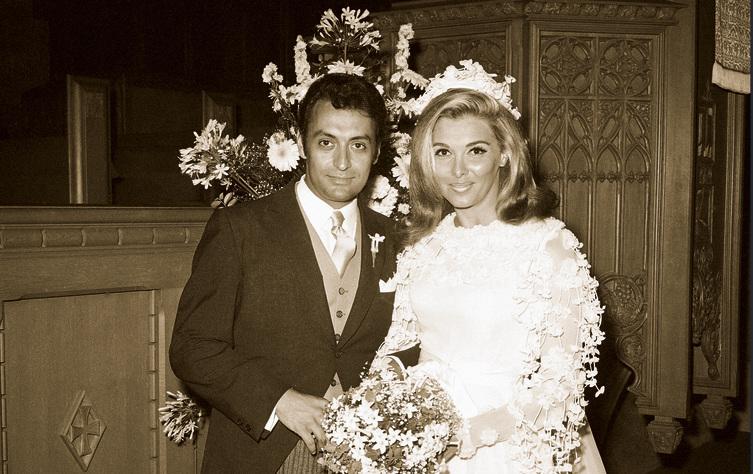 עם אשתו ננסי ביום נישואיהם ב־1969