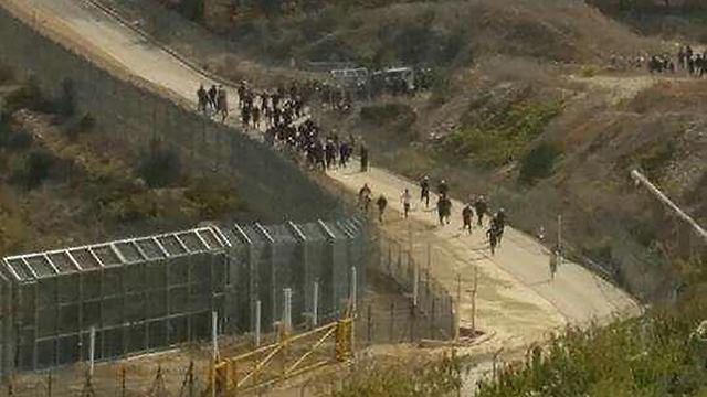 Druze demonstrators arrive at Syria-Israel border fence
