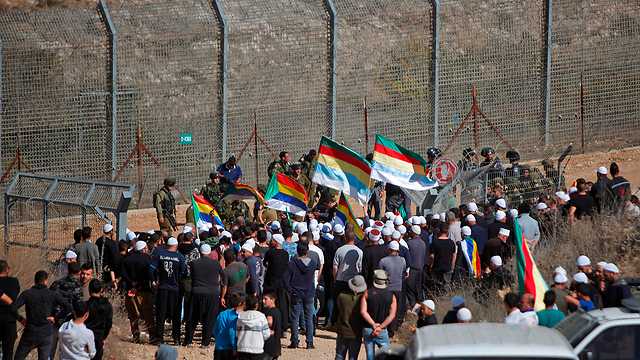 Israeli Druze residents march towards Syria border in solidarity with Hader residents, Friday. Had the crisis ended differently, it could have led to a rift between Israel and the Druze community (Photo: AFP)