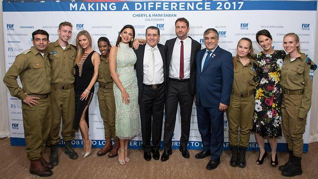 IDF soldiers with Israeli model and actress Moran Atias, Haim Saban, Gerard Butler and FIDF national director Maj. Gen. (Res.) Meir Klifi-Amir (Photo: Alexi Rosenfeld)