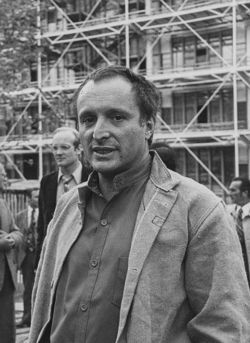 ריצ'רד רוג'רס על רקע המרכז, שנחנך ב-1977 (צילום: Gettyimages)
