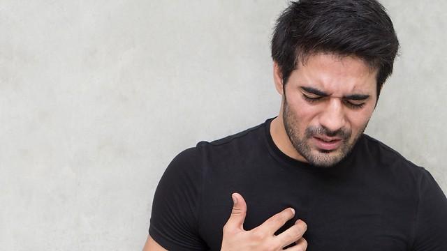סימני הצרבת דומים מאוד לתסמיני התקף לב (צילום: shutterstock)
