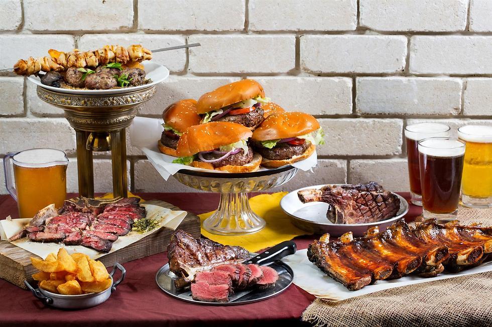 """מי יכול לאכול את כל זה? """"אכול כפי יכולתך"""" ב""""פרה פרה"""" ברחובות (צילום: דרור עינב) (צילום: דרור עינב)"""