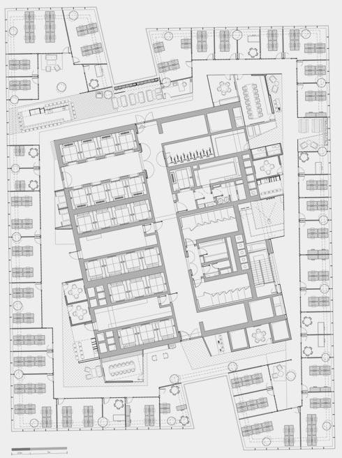 תוכנית קומה טיפוסית (15). משרדים מקיפים ליבה של פונקציות ציבוריות (תוכנית: RUST architects)