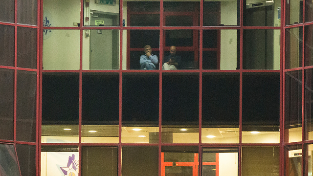 מיקי גנור (משמאל) במשרדי להב 433 (צילום: עמית שעל)