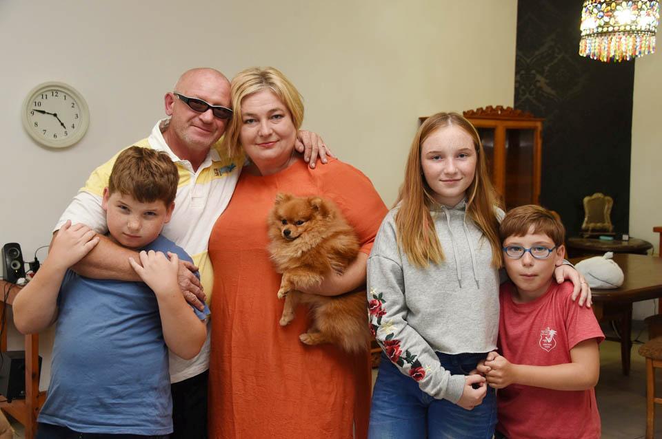 Семья Ольги Аркель: муж, дети и собачка. Фото: Яир Саги