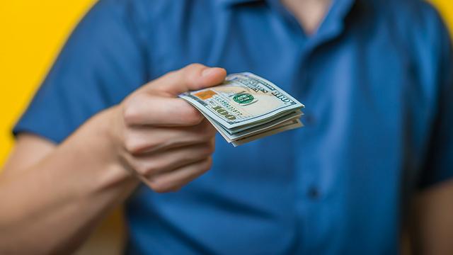 """שלמו תמיד במטבע המקומי: ליש""""ט, דולר או אירו (צילום: Shutterstock) (צילום: Shutterstock)"""