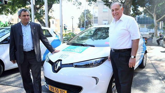 ראש העיר יונה יהב (מימין) והשר זאב אלקין (ראובן כהן, דוברות עיריית חיפה) (ראובן כהן, דוברות עיריית חיפה)