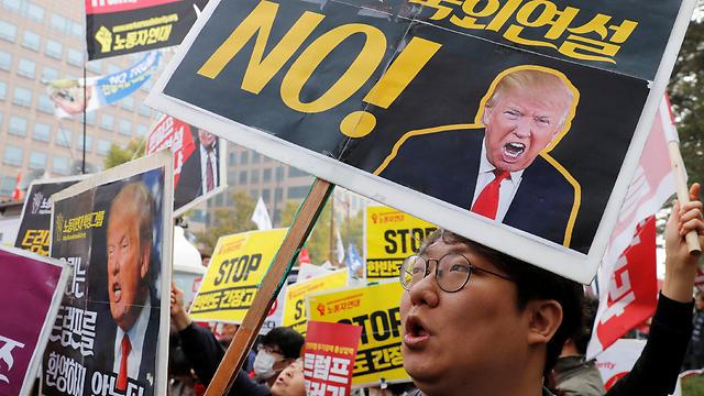 המפגינים נגד טראמפ במרכז סיאול, בירת דרום קוריאה (צילום: רויטרס) (צילום: רויטרס)
