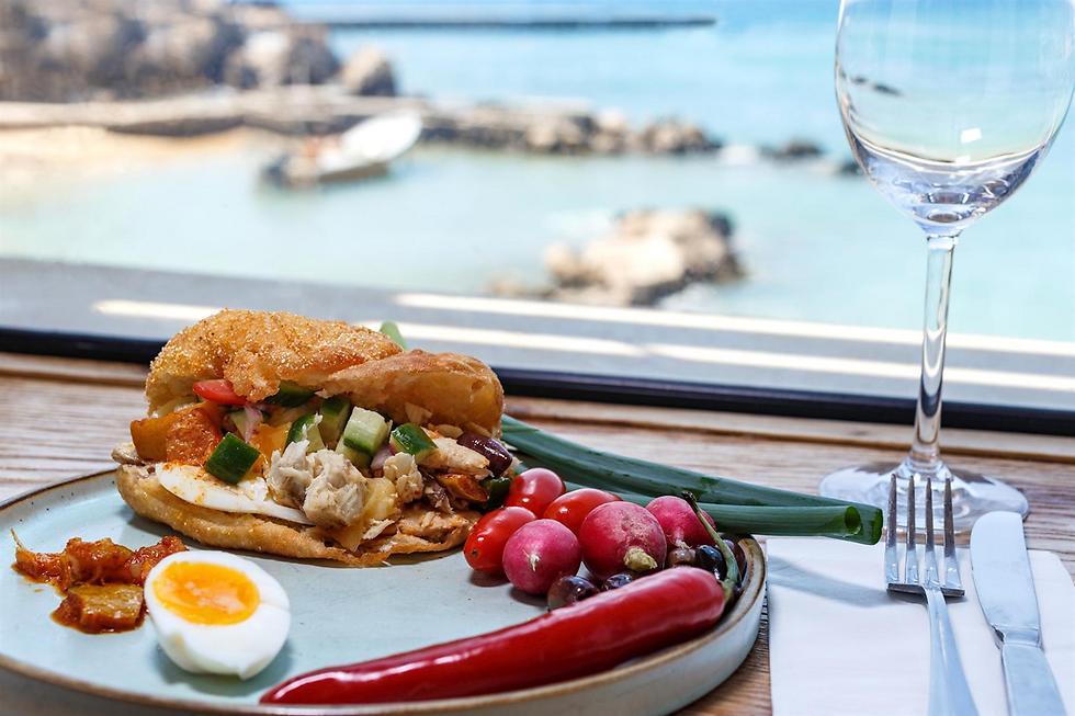 פריקסה עם נוף לים, שף עמוס שיאון (צילום: דני גולן)