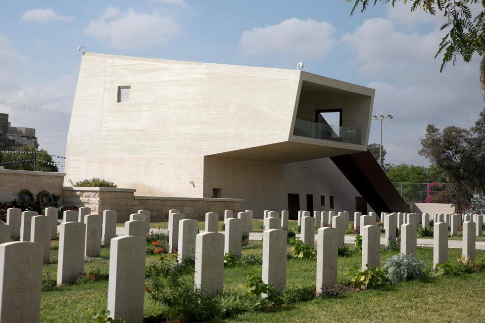 מרכז ההנצחה לחללי אנז''ק בבית העלמין הבריטי בבאר שבע. תכנון: מייזליץ-כסיף אדריכלים (צילום: דיאגו מיטלברג, באדיבות עיריית באר שבע)