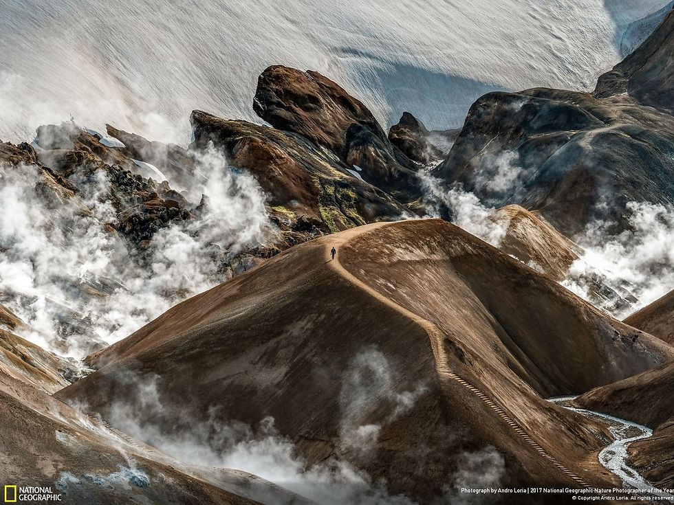 מטייל יחידי באזור ברכס ההרים קרלינגארפיוטל שבאיסלנד (צילום: Andro Loria)