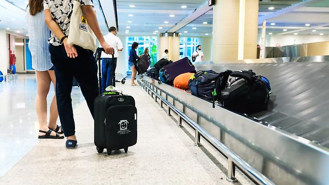 """לקחתם את המזוודה? אל תשכחו לקחת מוצרים שהשארתם ב""""פטור-ושמור"""" בשדה התעופה (צילום: shutterstock) (צילום: shutterstock)"""