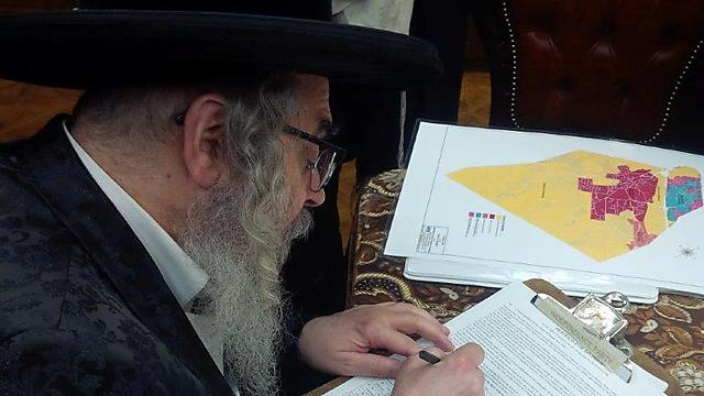 The Satmar Grand Rebbe writing New York's governor to officially petition him to create the new town