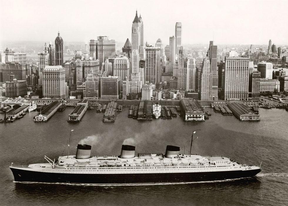 במוזיאון ויקטוריה ואלברט, לונדון: תערוכה המוקדשת לתור הזהב של אוניות הנוסעים, מפרטי הפרטים של עיצובן ועד מלתחות הנוסעים. בתמונה הספינה ''נורמנדי'' בניו יורק, בשנות ה-30 של המאה ה-20 (Image: © Collection French Lines)