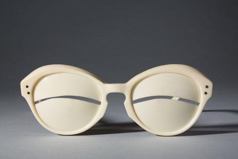 עיצוב לתנאי מזג אוויר קיצוניים. FIT (Image: The Museum at FIT, 2014.56.2 Gift of Abel Rapp)