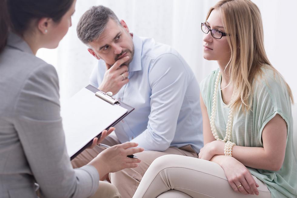 עד מתי התכוונת להמשיך לבגוד ולשקר לי? אני רוצה שהוא יסביר כאן ועכשיו (צילום: Shutterstock) (צילום: Shutterstock)