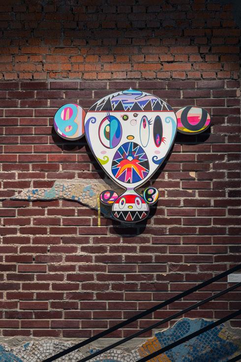 אמנות קיר שמתייחסת לתרבות האנימציה היפנית (Installation: Alexey Narodizkiy, Courtesy of Garage Museum of Contemporary Art)