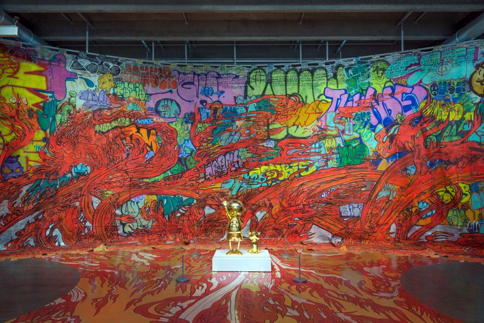 מוזיאון גאראז', מוסקבה: תערוכה עצומה שמוקדשת ליוצר היפני העכשווי טקאשי מורקאמי, המשלב פופ ואנימציה, עבודות דיגיטליות, בובות והדפסי ענק (Installation: Alexey Narodizkiy, Courtesy of Garage Museum of Contemporary Art)