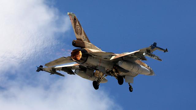 """מטוס F-16 של חיל האוויר בתרגיל """"בלו פלאג"""" (צילום: רויטרס)"""