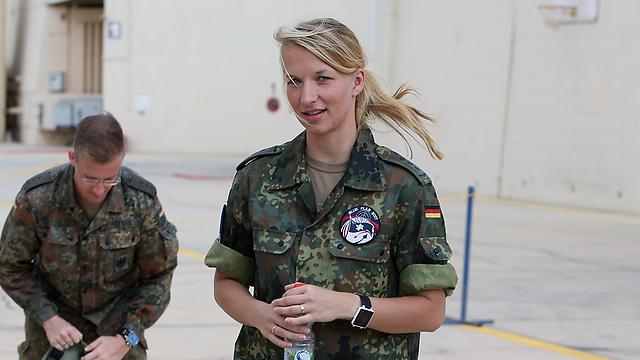 אורחים מכל העולם. כוחות מגרמניה בבסיס עובדה (צילום: שאול גולן)
