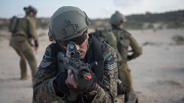 Garud commando carrying a Tavor assault rifle (Photo: IDF)