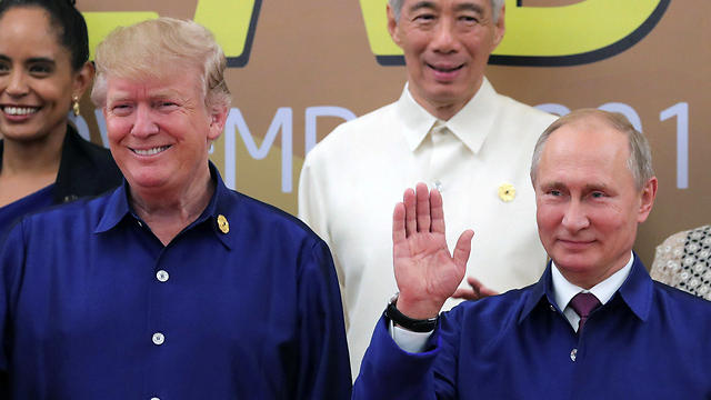 Trump (L) and Putin at APEC summit (Photo: Reuters)