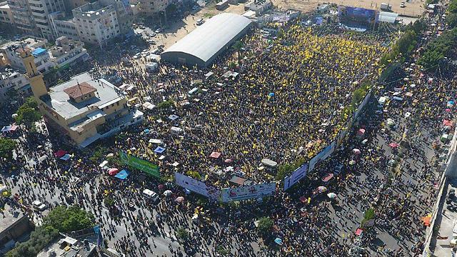 Mass rally in Gaza marking 13 years since Arafat's death