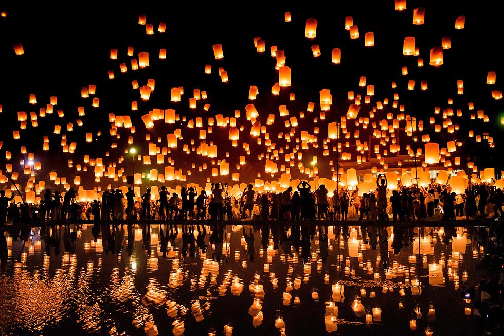 אלפי פנסים מועפים לשמיים בפסטיבל האורות בצ'אנג מאי, תאילנד (צילום: AFP) (צילום: AFP)