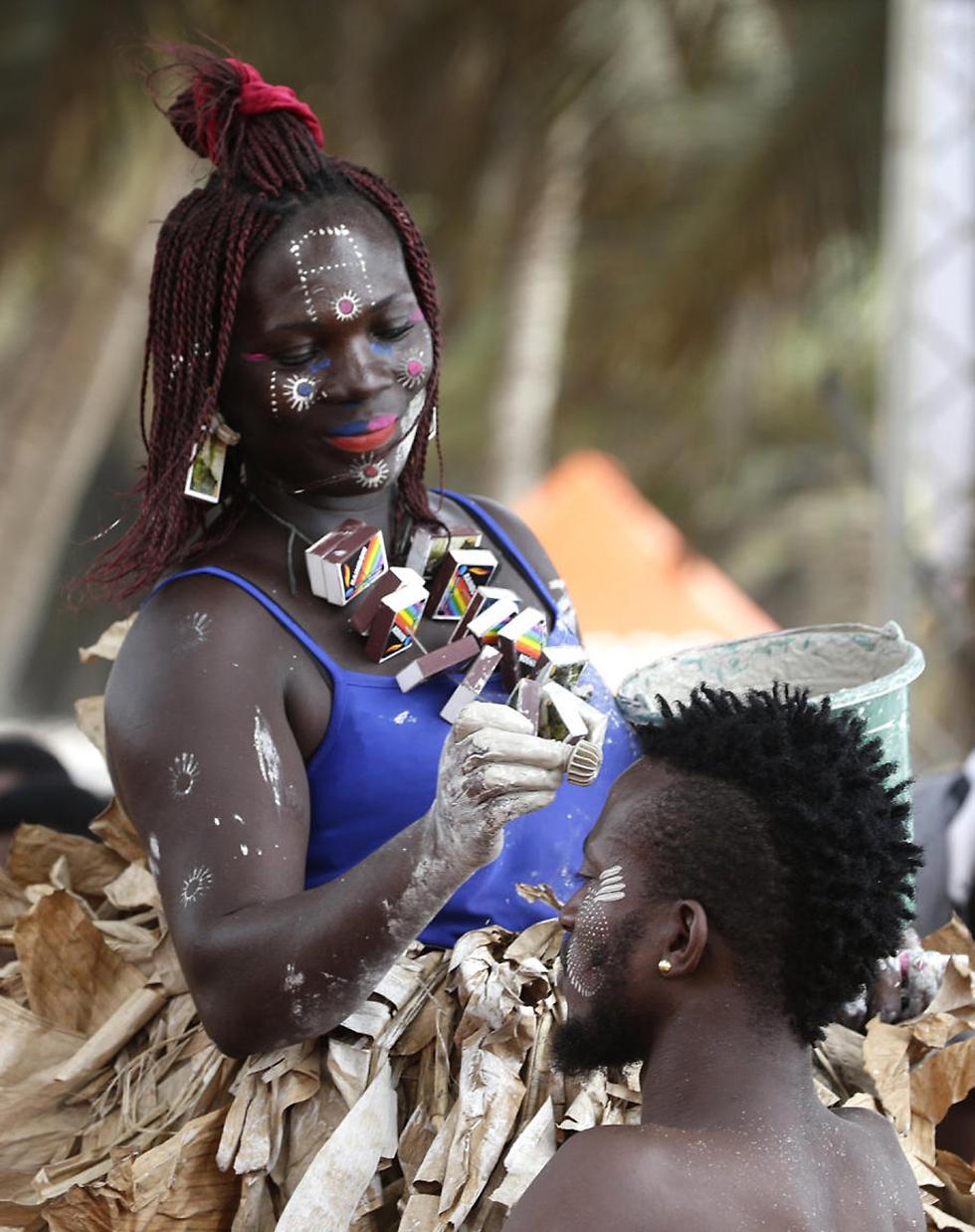 הכנות לפסטיבל אביסה לדמוקרטיה וצדק חברתי בחוף השנהב (צילום: EPA) (צילום: EPA)