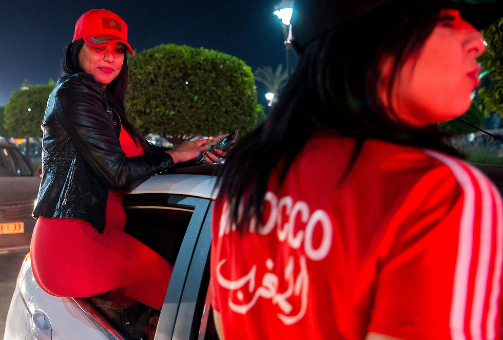 אוהדות מרוקאיות. אחרי ההפגנה הפלסטינית, האווירה הפכה ליותר ידידותית (צילום: AFP)