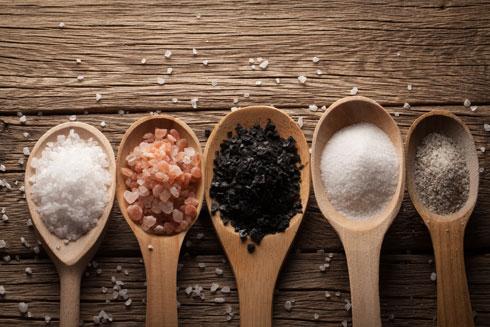 יצרנים מוסיפים מלח לכל דבר, גם למאכלים מתוקים (צילום: Shutterstock)
