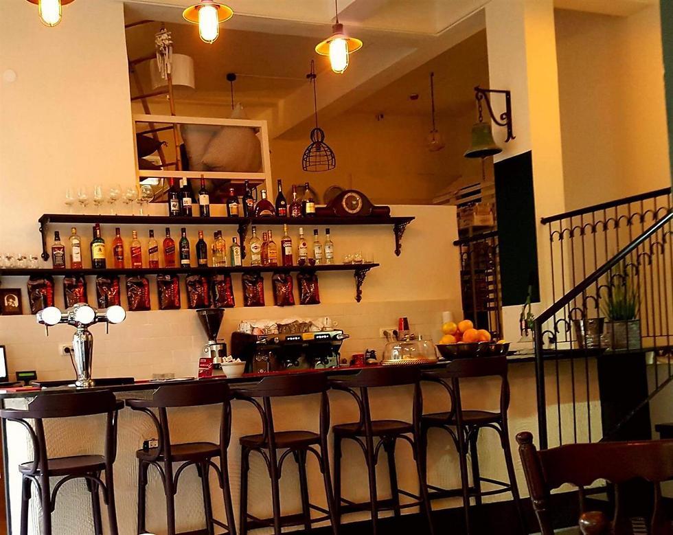 """גם הופעות חיות וגם חנות עיצוב. Cafe Tlateen (צילום: יח""""צ) (צילום: יח"""