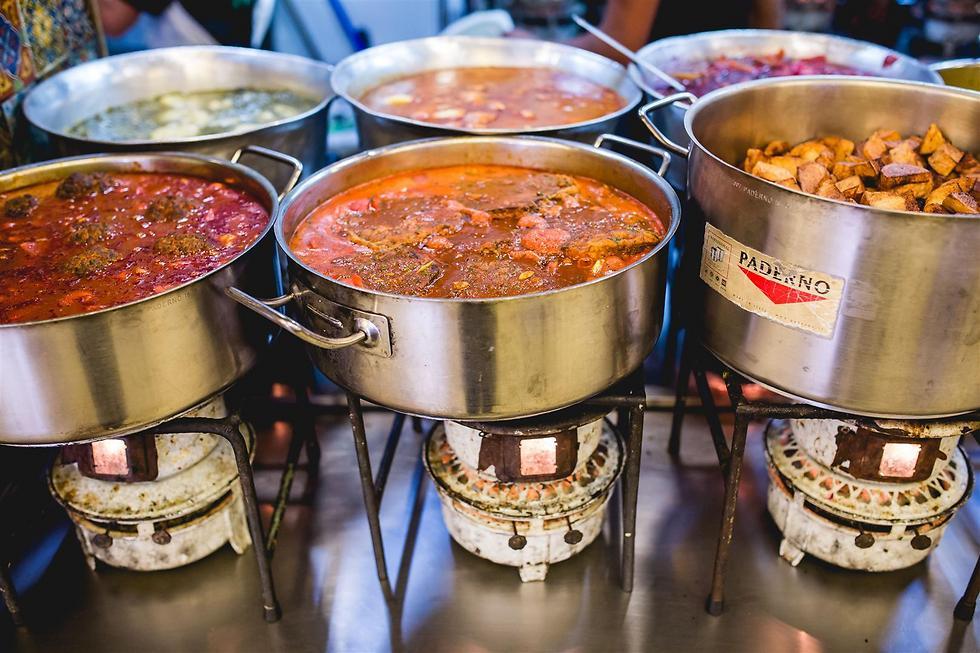 """מסעדת """"עזורה"""", ירושלים (צילום: תומר פולטיין)"""