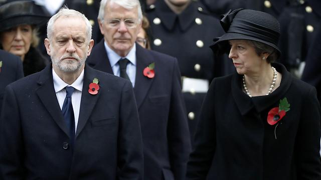 ראש ממשלת בריטניה תרזה מיי וראש האופוזיציה מהלייבור ג'רמי קורבין (צילום: AFP) (צילום: AFP)