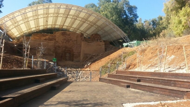 "השער הכנעני בתל דן (צילום"" טל לויגנקי)"