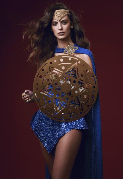 נערת ישראל אדר גנדלסמן בגרסה הכחולה, שתייצג אותנו בתחרות מיס יוניברס בסוף החודש (צילום: ערן לוי)