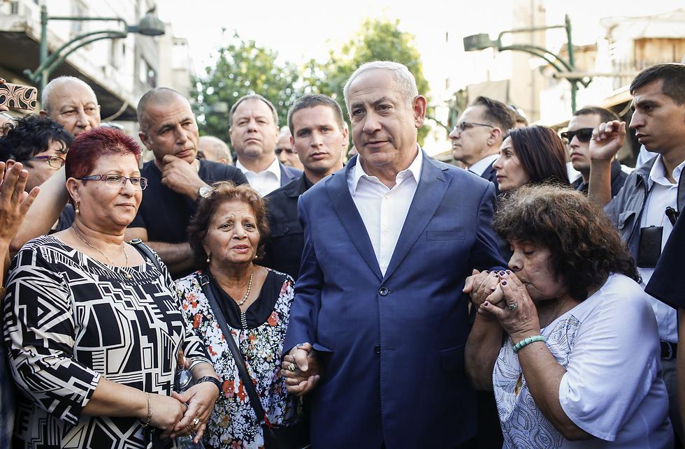 ראש הממשלה בנימין נתניהו בסיור בדרום תל אביב (צילום: אבישג שאר-ישוב) (צילום: אבישג שאר-ישוב)