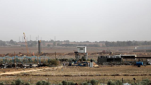בניית המכשול הקרקעי בגבול עזה (צילום: EPA) (צילום: EPA)
