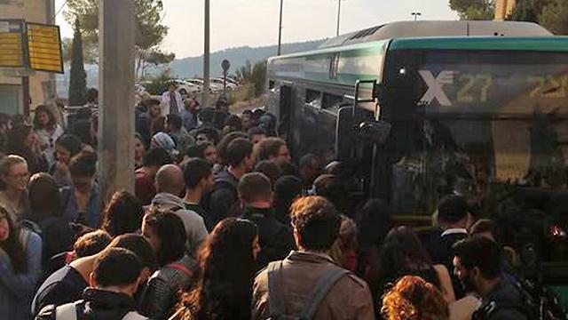 התחבורה הציבורית בבירה - קורסת (צילום: אופק שוסל) (צילום: אופק שוסל)