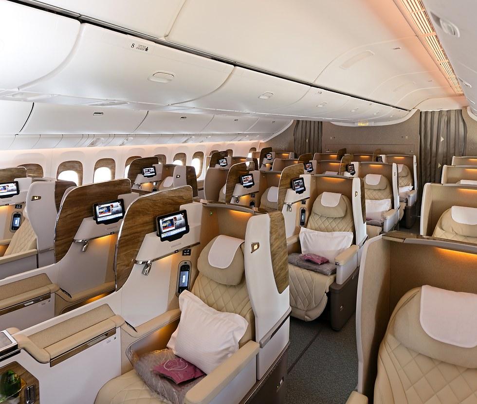 וככה נראית מחלקת העסקים במטוס (צילום: אמירייטס)