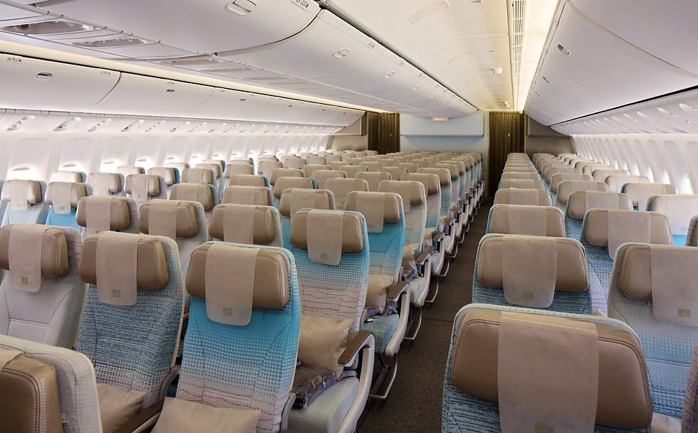 מחלקת התיירים בבואינג 777 (צילום: אמירייטס)