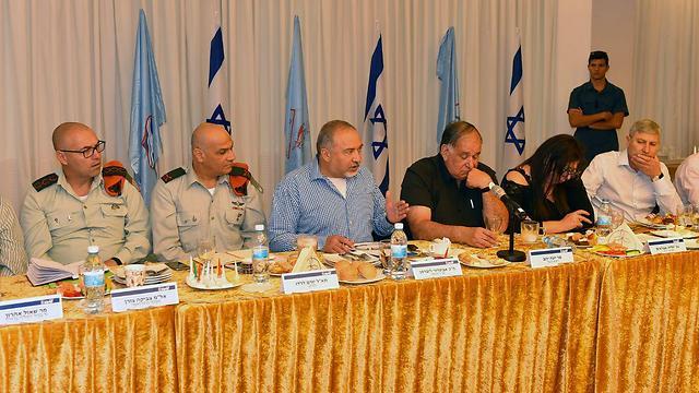 הפגישה הבוקר בחיפה (צילום: אריאל חרמוני, משרד הביטחון)