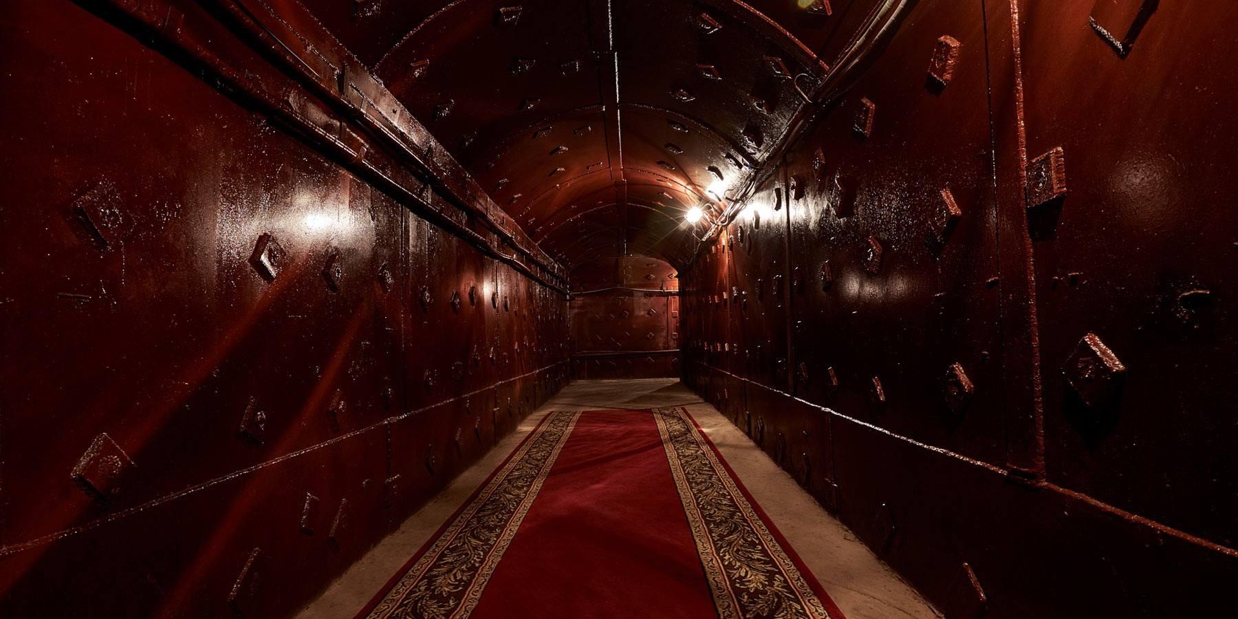 לאכול 65 מטרים מתחת לאדמה היכן שהיו גדולי ברית המועצות ()
