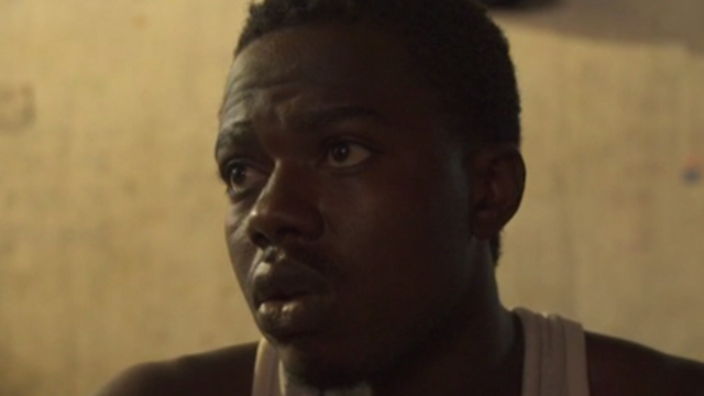 חוזר לביתו בניגריה בידיים ריקות. ויקטורי בן ה-21 שנמכר כעבד בלוב ושוחרר (צילום: CNN) (צילום: CNN)